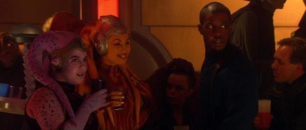 Jar Jar Binks e C-3PO aparecem sem suas fantasias